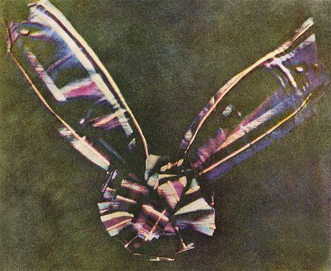 primera fotografía a color (permanente) fue tomada por el físico escocés James Clerk Maxwel