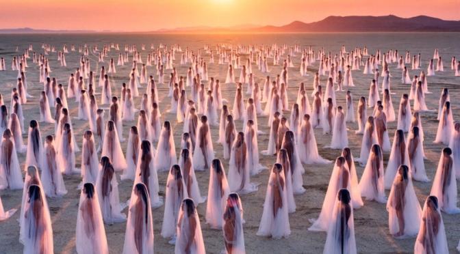 Spencer Tunick el fotógrafo de los desnudos masivos