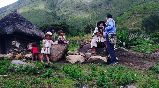 Las historias del fotógrafo Mauricio Vélez llegan a la televisión en el programa 4 Caminos