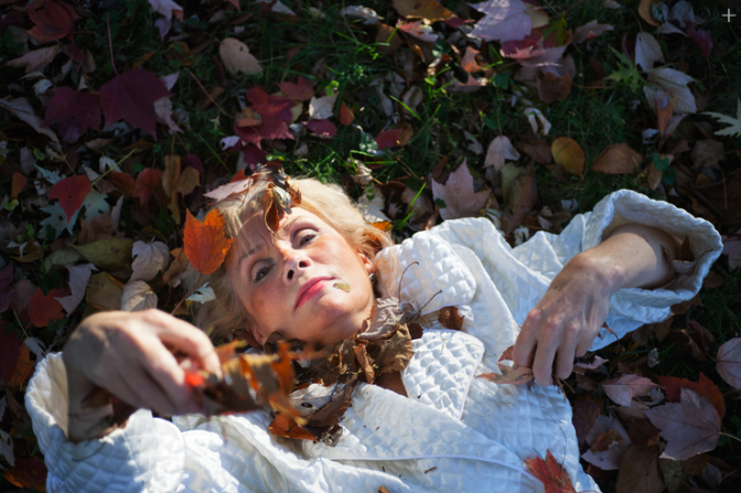 Fotógrafa documenta la enfermedad psiquiátrica de su mamá