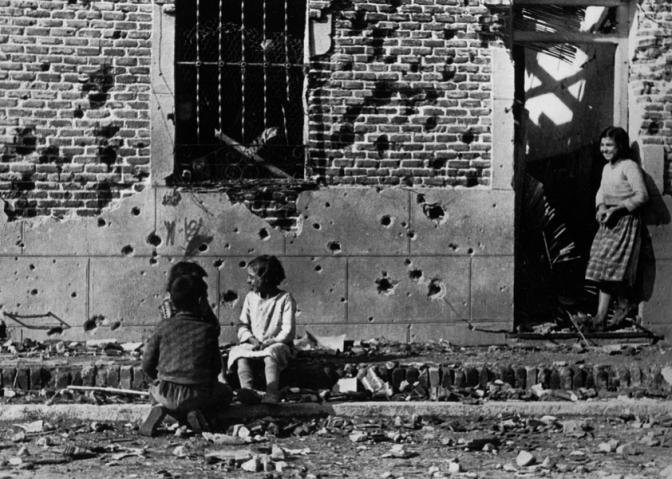Documental: Robert Capa El hombre que quería creer su propia leyenda