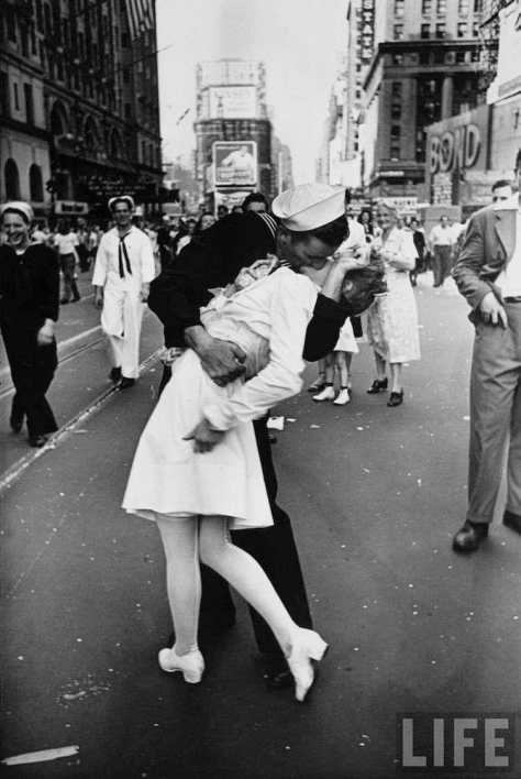 iconic-photographs-1940-vj-day