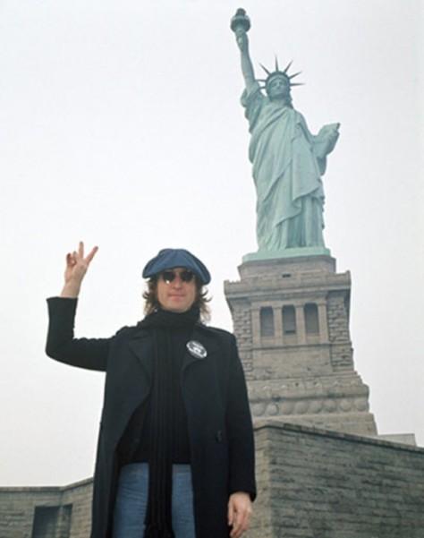 John Lennon en la estatua de la libertad