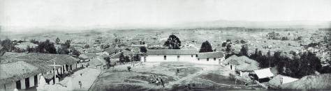 Pag 80,81 y 82 vista panorámica de Bogotá, barrios Egipto y Belén, 1895 - Libro Bogotá 1900 publicado por Villegas Editores