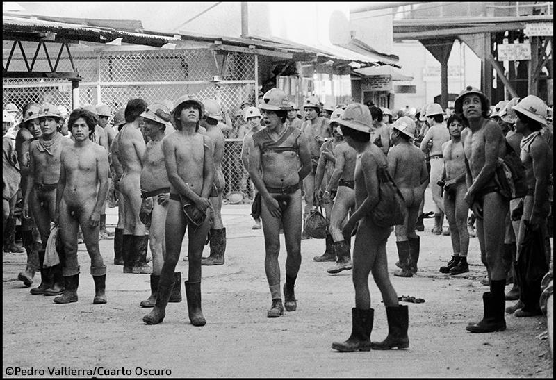 Mineros desnudos